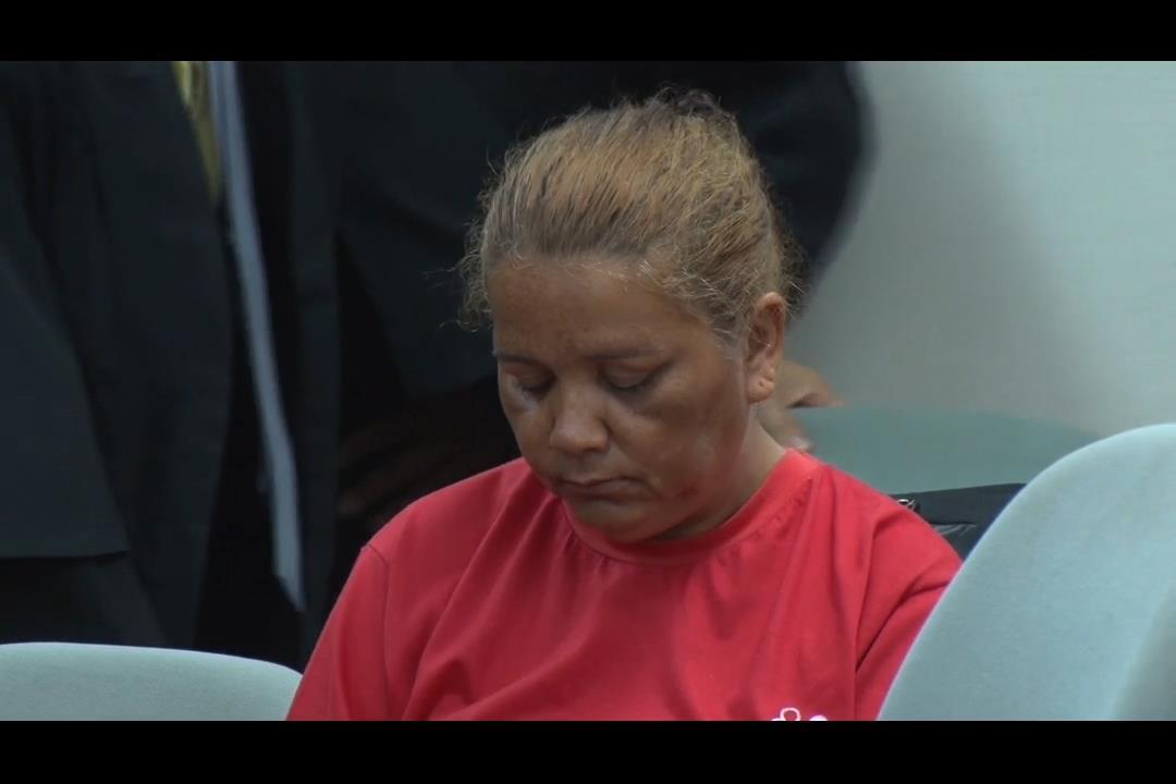 Mãe acusada de matar dois filhos é julgada em Maceió